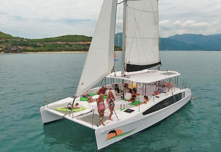 sydney harbour cruises, boat hire sydney varuna