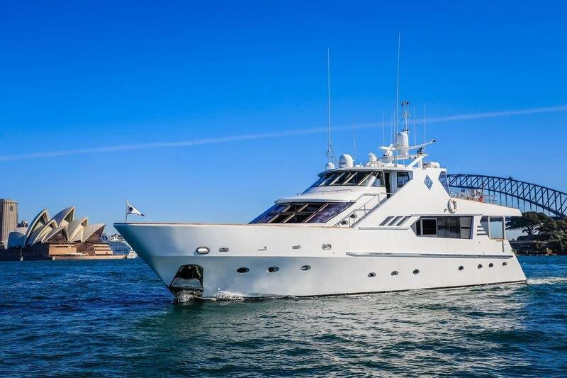 luxury boat hire sydney harbour, sydney harbour crusie